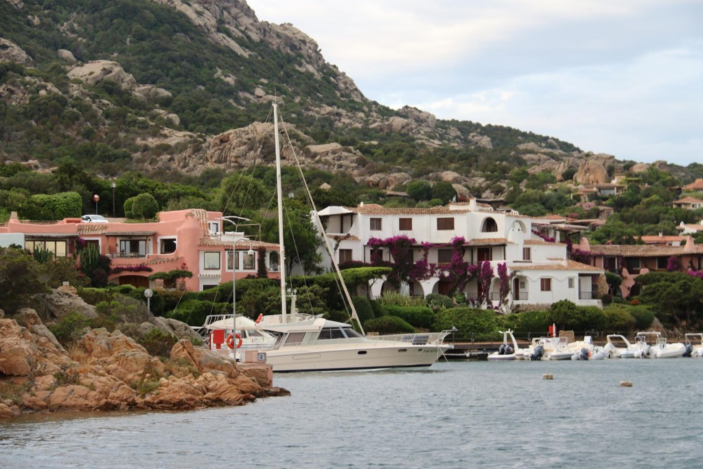 This morning in Porto Cervo the sky is overcast and the forecast is for a few days of strong winds
