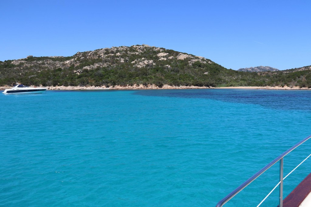 By the white beach we drop anchor and have a swim and relax in the magnificent turquoise coloured water