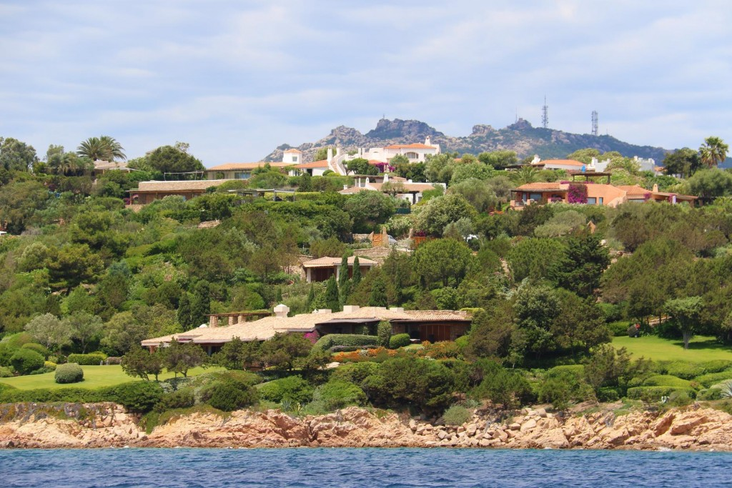 Back past some fine homes on the Costa Smeralda