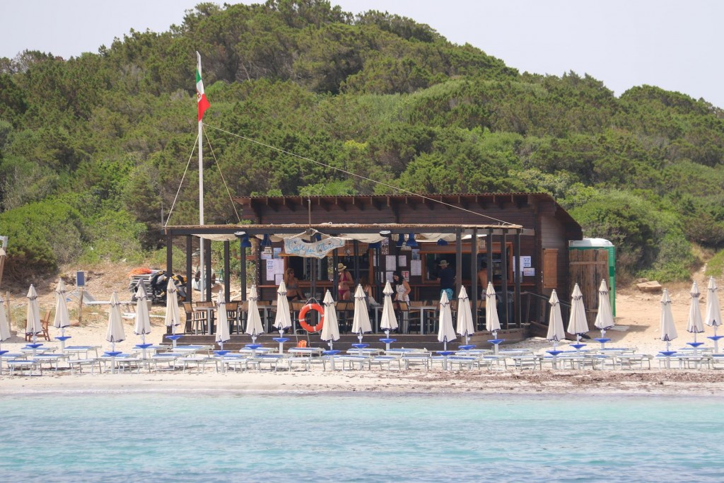 In the middle of the beach is a bar just in case the beach goers get thirsty during the day!!