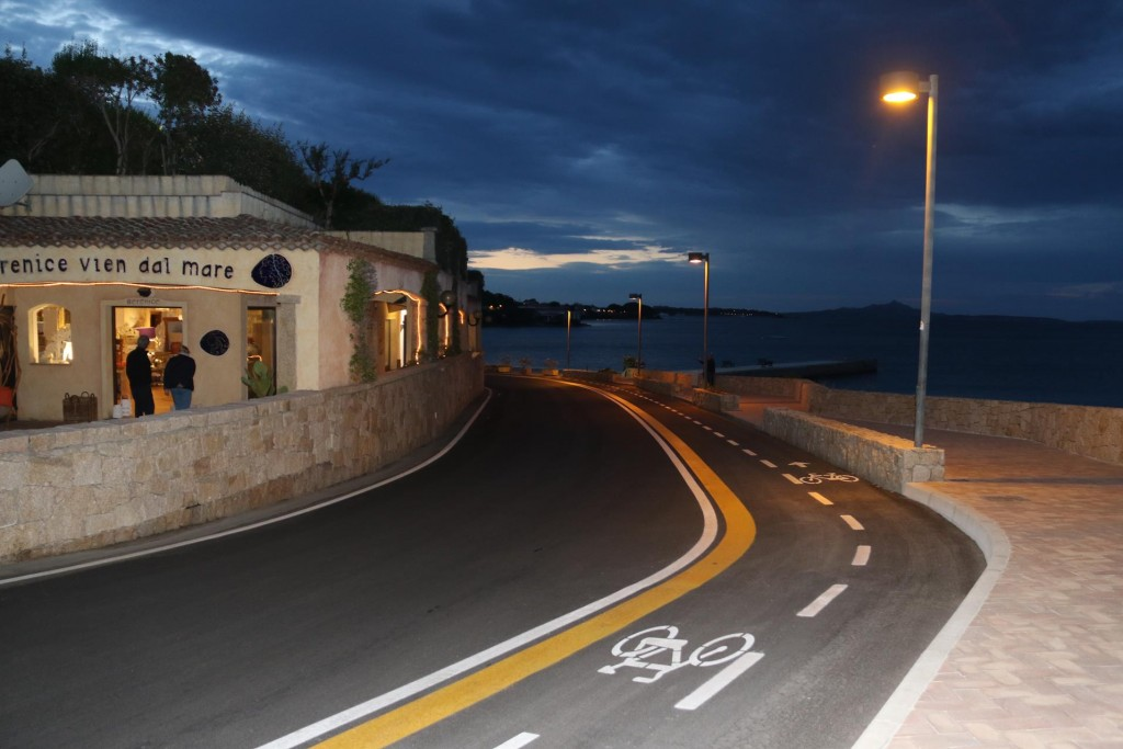 In the evening we take a 20 minute walk north along the foreshore to a restaurant we had been told about