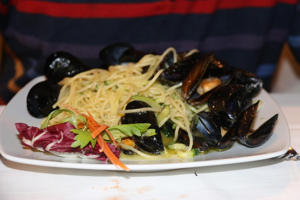 Ric orders pasta with mussels
