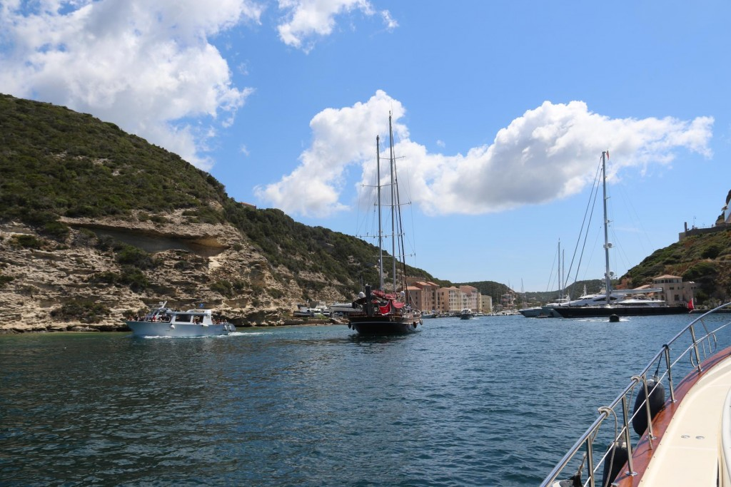 We arrive at a busy time with several other boats arriving at the same time