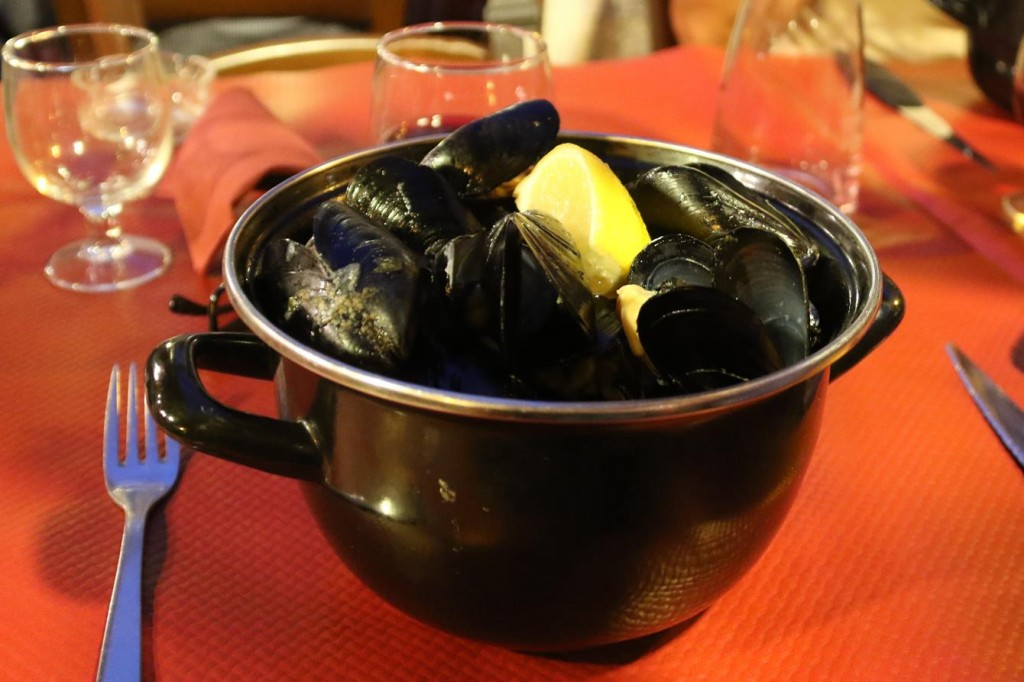 Meanwhile we feasted on pots of delicious local Mussels and great house wine