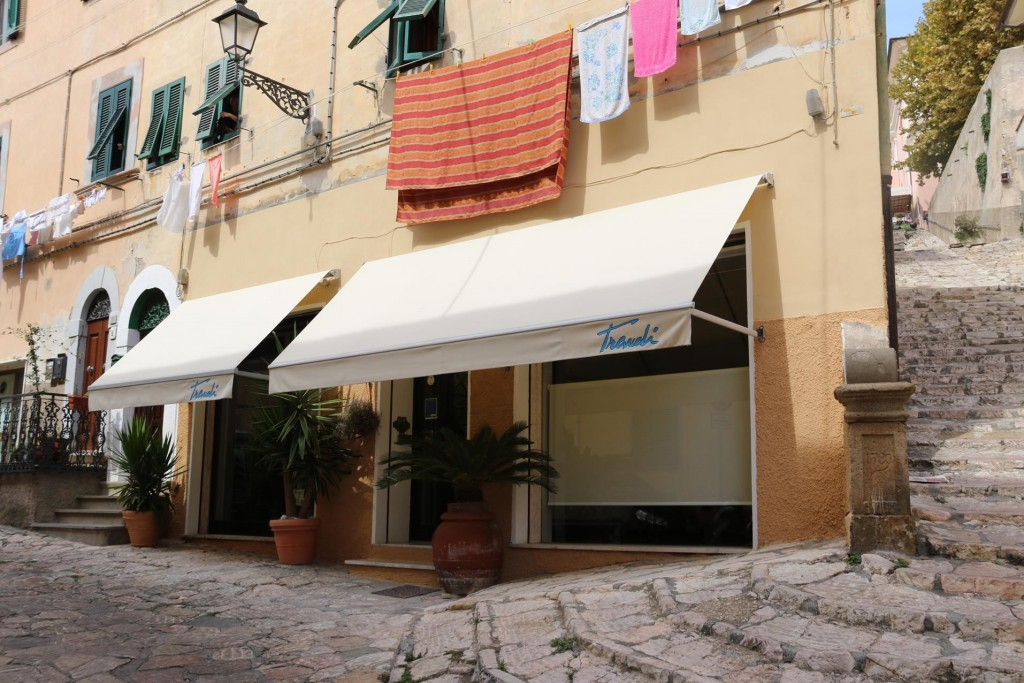 This morning I had a 10 am hair appointment at Traudis where I actually had my hair done while in Portoferraio last year
