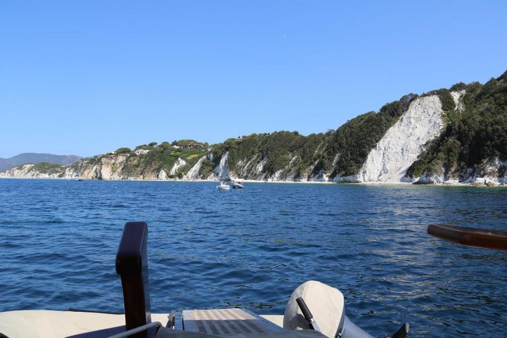 Once near Portoferraio we go back to our favourite swimming area near the white cliffs