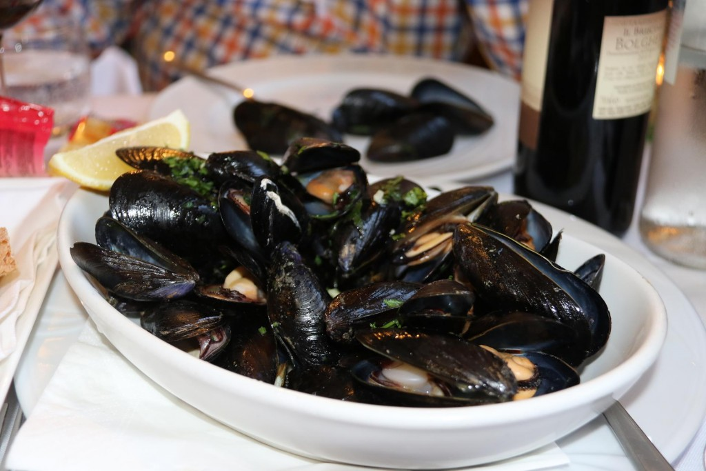 We order a bowl of freshly cooked mussels to share as a starter