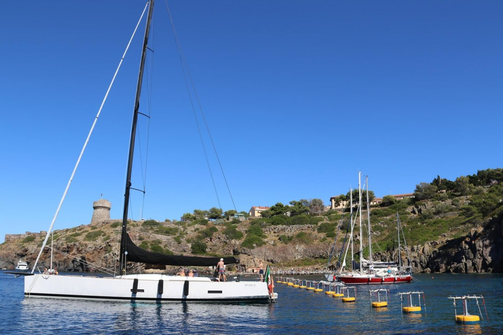 This is the first time we have seen this system of mooring while cruising the Med