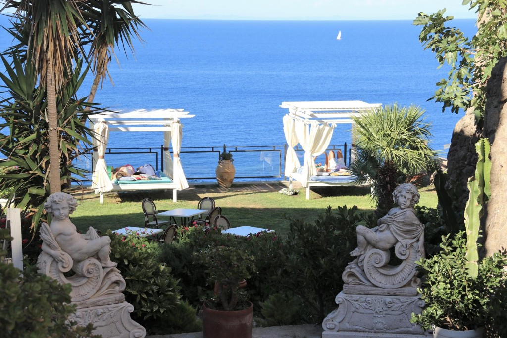 We pass a very upmarket hotel with guests very relaxed overlooking the sea