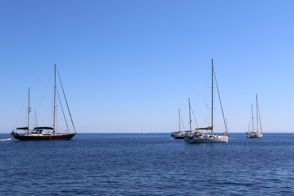 Calm conditions overnight for the yachts who chose to anchor out