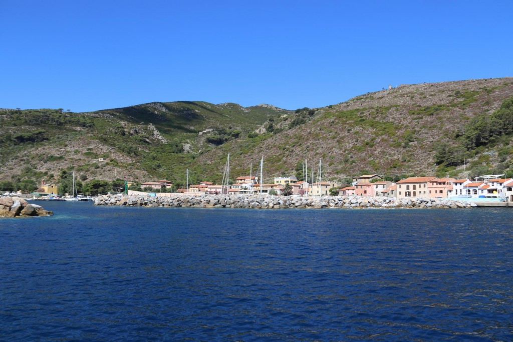 We make a move to check out some of the other bays on the island