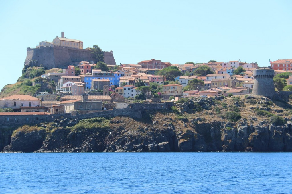 We pass the old town with the brightly coloured houses