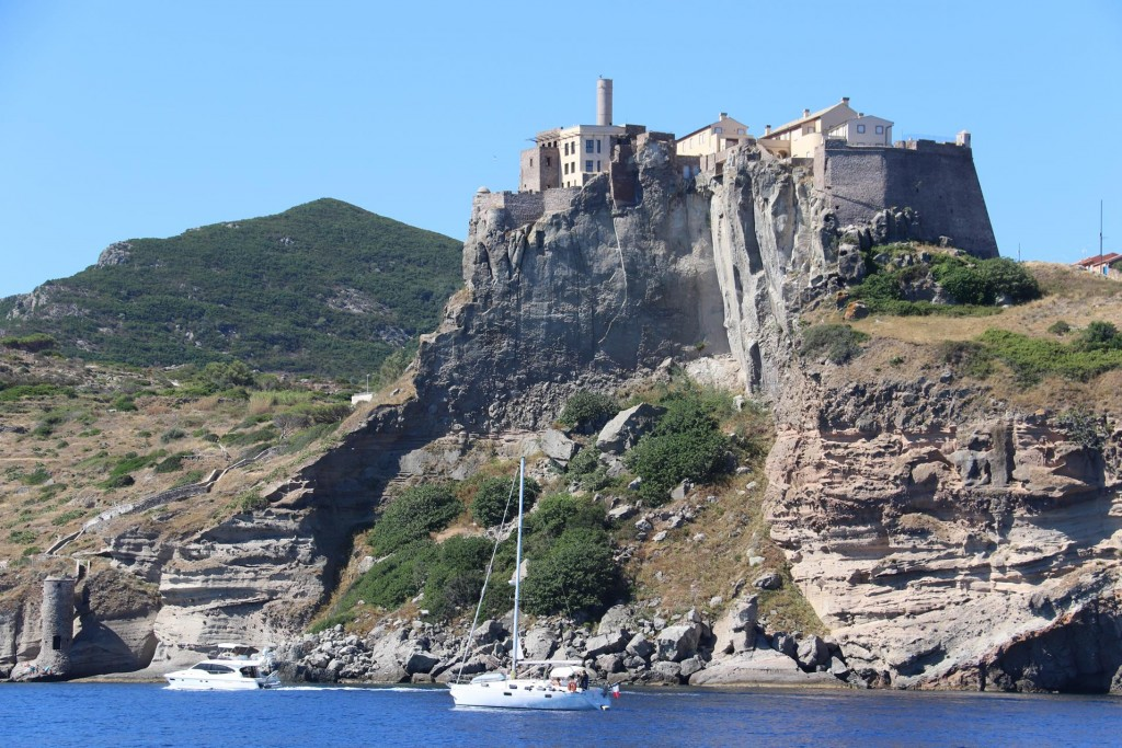 Toretta Del Bagno the large fort by Porto Capraia