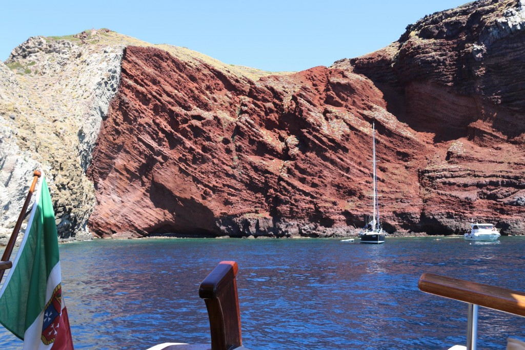 The amazing contrasts of the rock colours here in this bay make it quite extraordinary