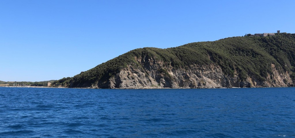 We decide to return to the Italian coast very close to where we left from last year to go to Elba
