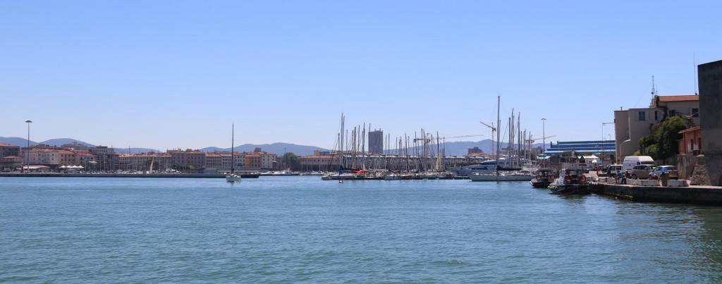 A fellow sailor whom we met in Isola d'Elba, told us where to book and safely stay while in Livorno