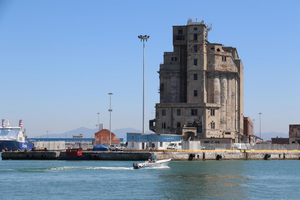 The large Porto Livorno is made up of numerous canals which all seem to link up somehow