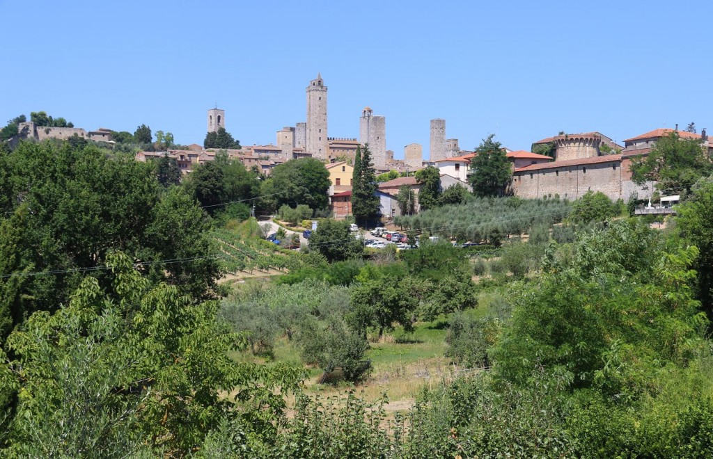 After spending a couple of hours in San Gimignano we continue on towards Siena