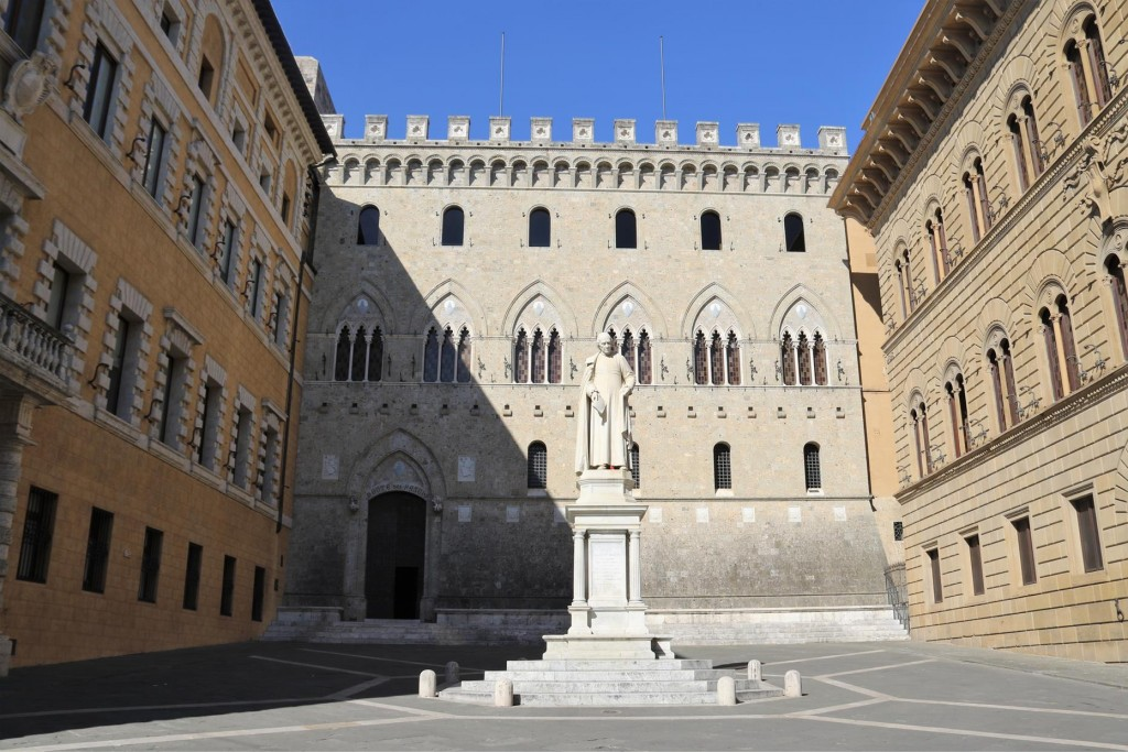 The Gothic style urban palace of Siena is the Palazzo Salimbeni