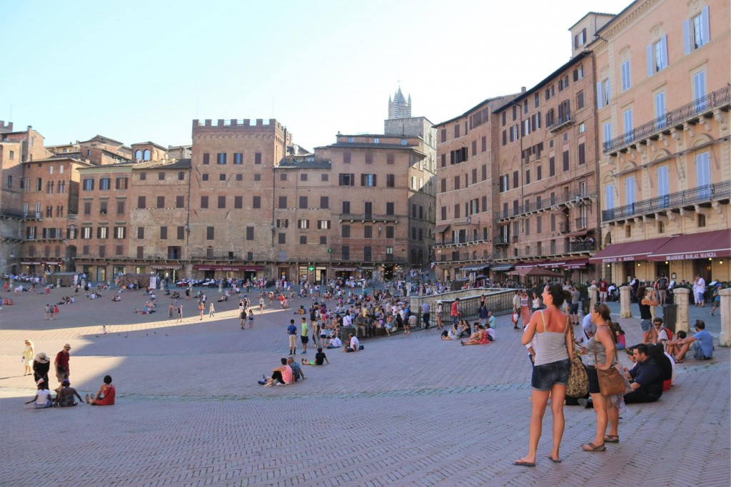 There was quite a crowd of people here in Piazza del Campo this evening