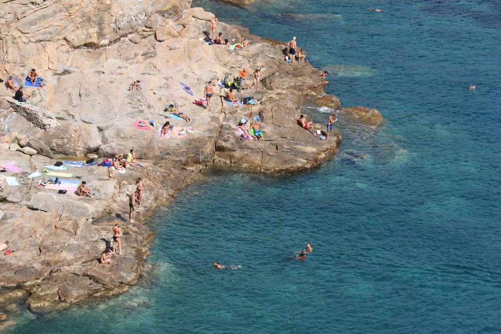 Sunbathing and swimming from the rocks by the shore is done all along the coast of Italy