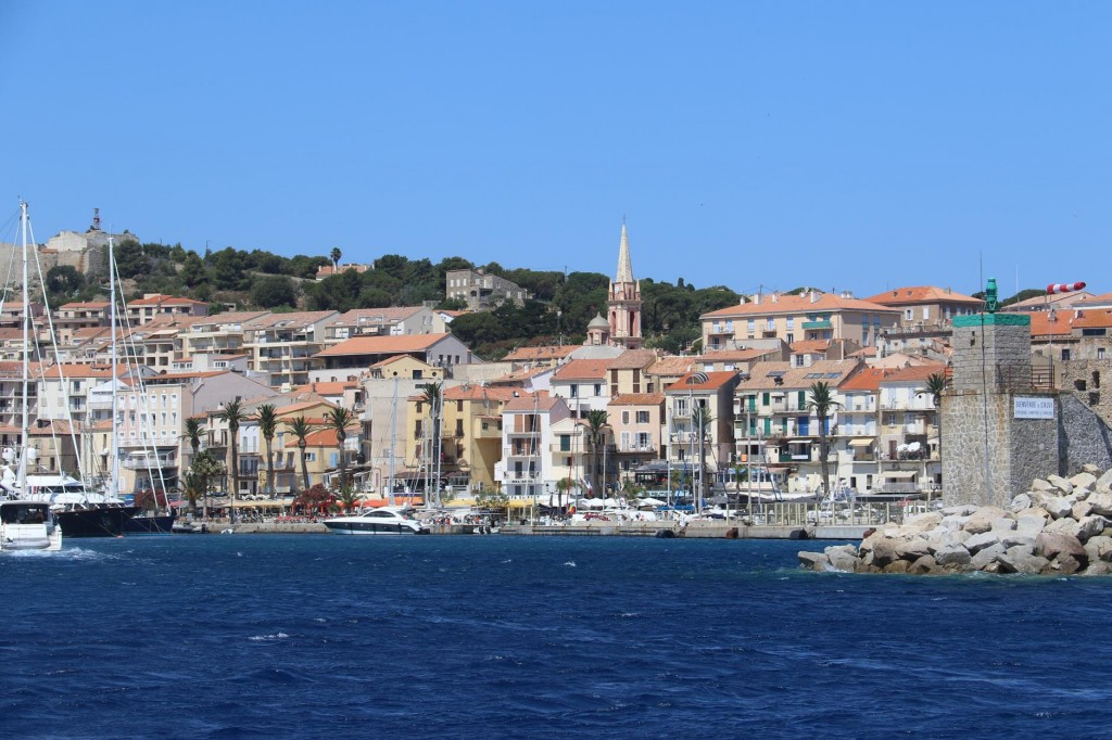 The mistrale wind is expected to strengthen today so we plan enter the Calvi marina for a night or so