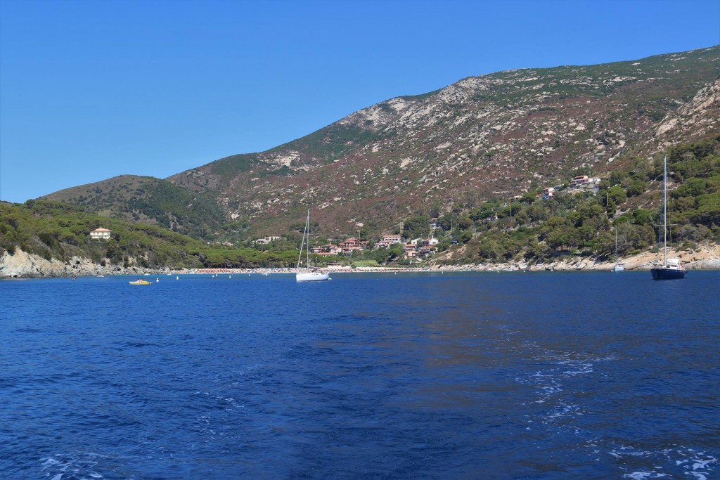 We depart from this pleasant anchorage after a couple of relaxing days here