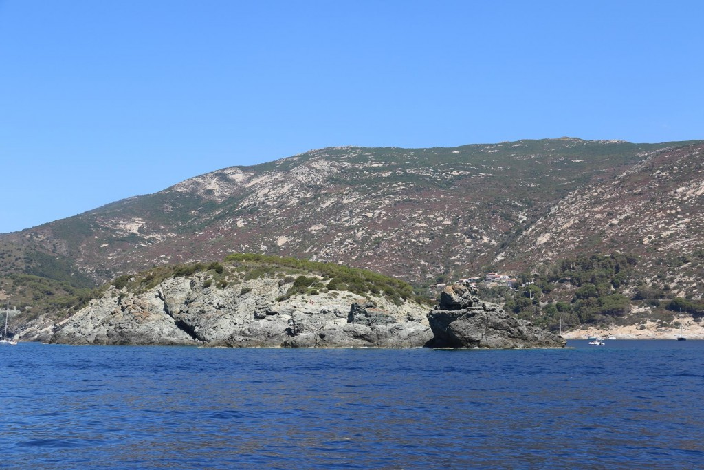 Once out of Barbatoia we decide to go up the west coast of Elba