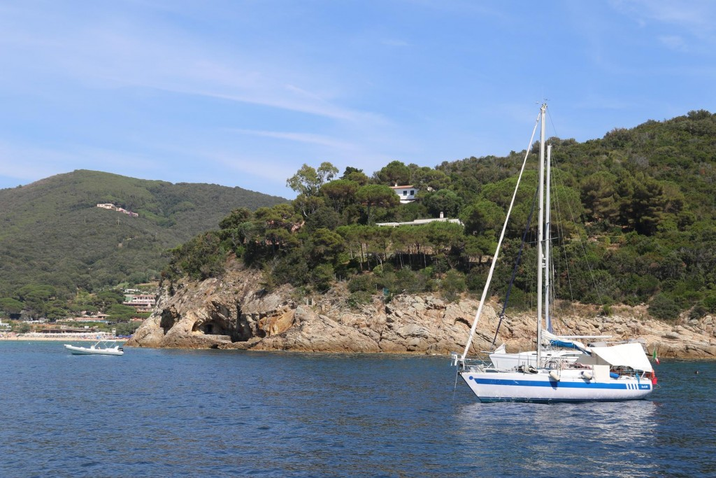We stop for a couple of hours to swim in a small bay in south of Golfo della Biadola