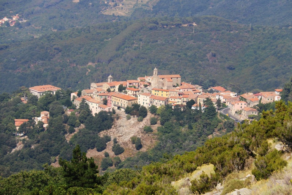 We can see the village of Poggio as we go ascend the slopes