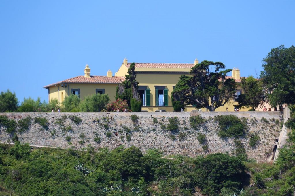We pass Villa dei Mulini which overlooks the sea is where Napoleon Bonaparte lived during his exile in Elba