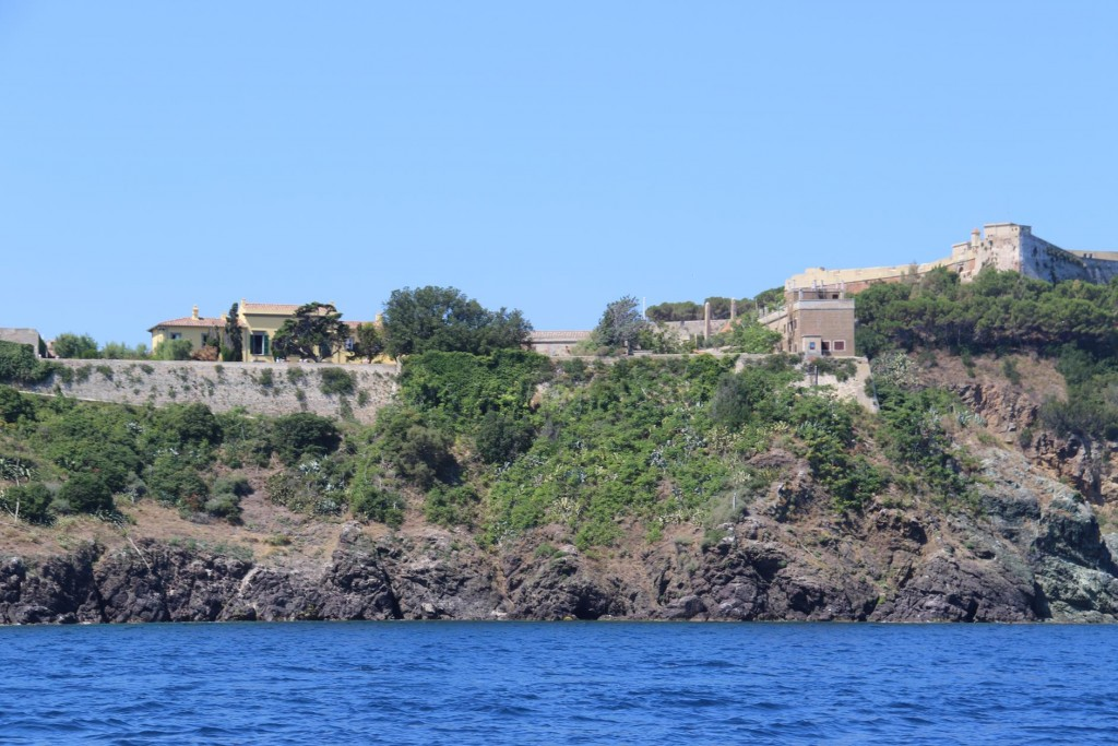 Situated between Fort Falcone and Fort Stella Villa dei Mulini is a simple building with pleasant gardens and a great sea view
