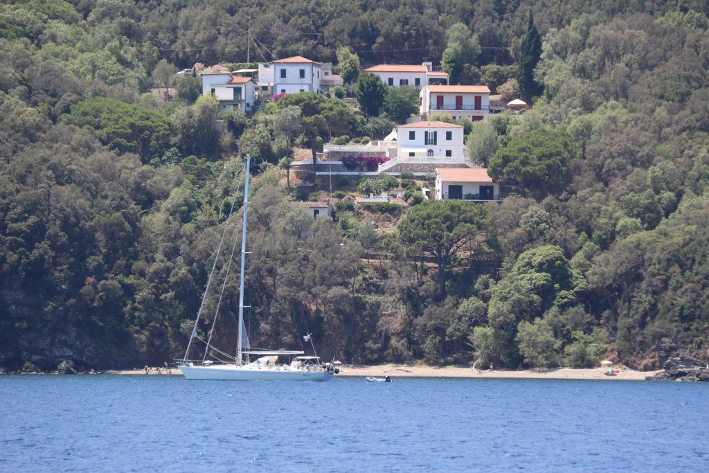 There are some lovely small beaches further down the coast such as the one at Ortano