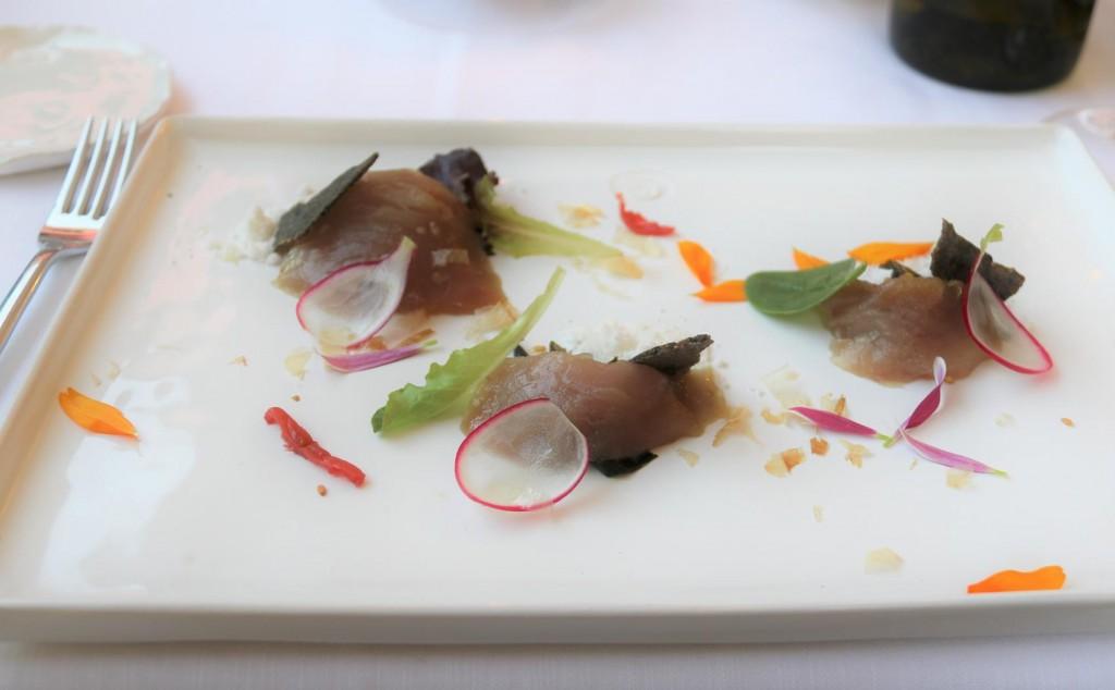 Tuna tartare with Asia's fragrances