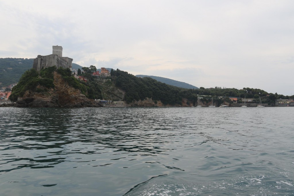 This morning we leave our little bay with the conditions being humid and overcast