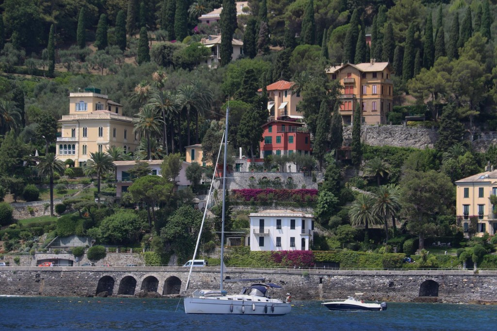 We join a number of other boats and drop anchor along Strada Provinciale which runs along the foreshore from Portofino to Santa Margherita