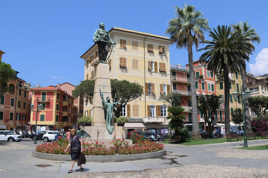 Another statue nearby is of famous Italian Vittorio Emanuele 11