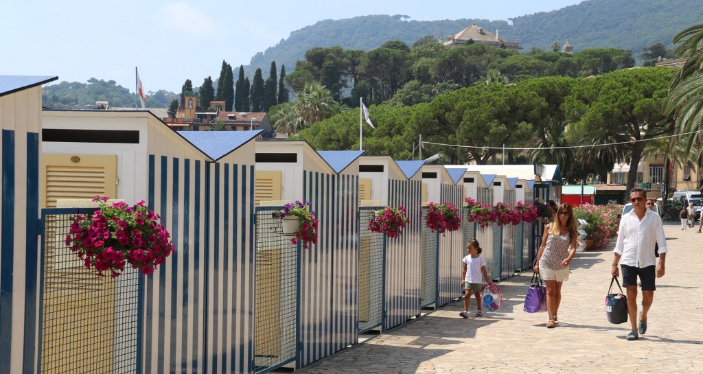 Very neat change rooms can be hired while on the beach