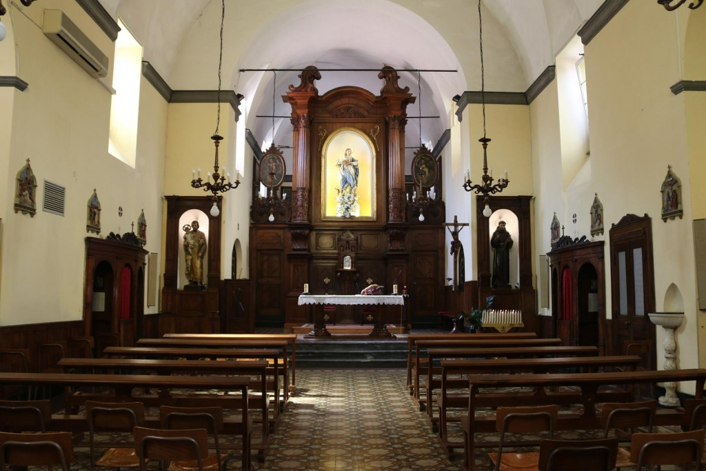 The simple interior of the old church, Convento Frati Cappuccinibuilt between 1608 and 1611
