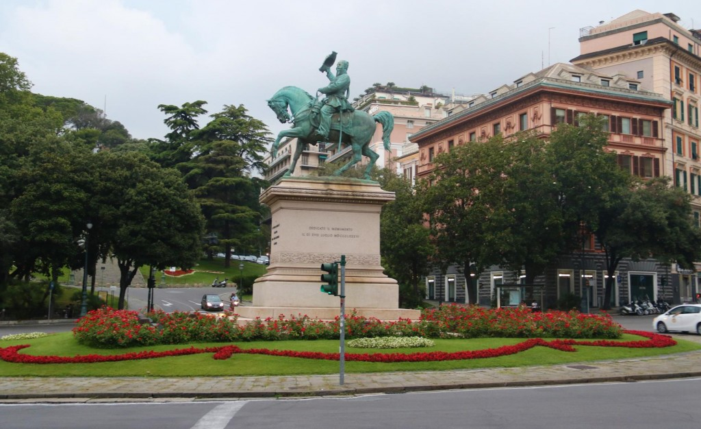 When we arrive at Piazza Corvetto with the statue of Vittorio Emanuele II on a horse, we realise the restaurant is quite nearby