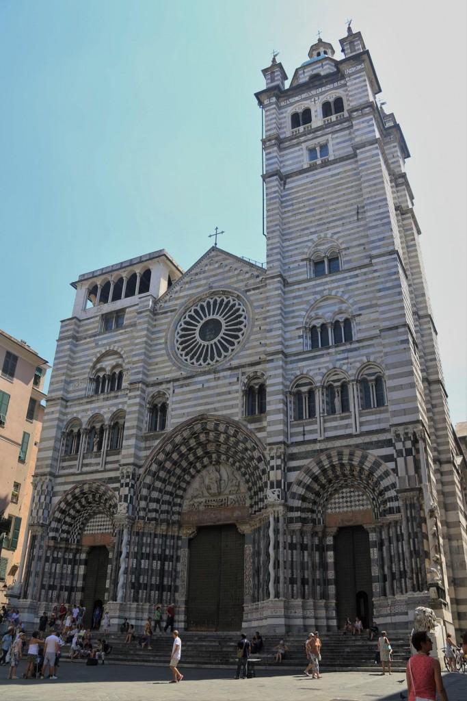 We find the magnificent Cattedrale di San Lorenzo