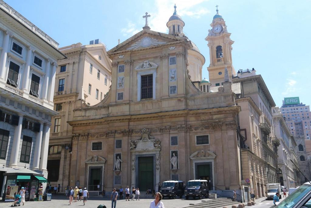 We visit another church called 'Chiesa del Gesù e dei Santi Ambrogio e Andrea'