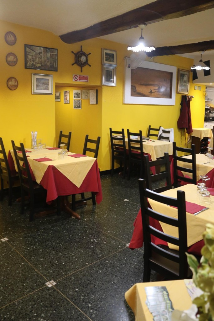 We arrive at an empty looking restaurant at 8pm!! Fortunately the other room, where we were seated was full!!