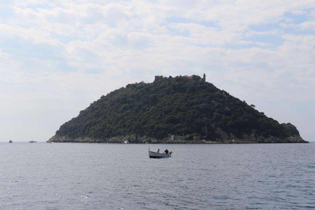 Continuing along the coast we pass the private island od Isolotto Gallinara