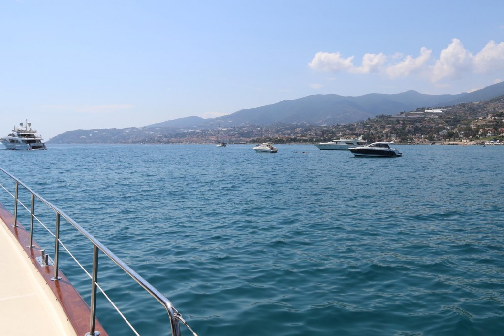 We drop our anchor and stop for a while in a bay close to our destination of San Remo