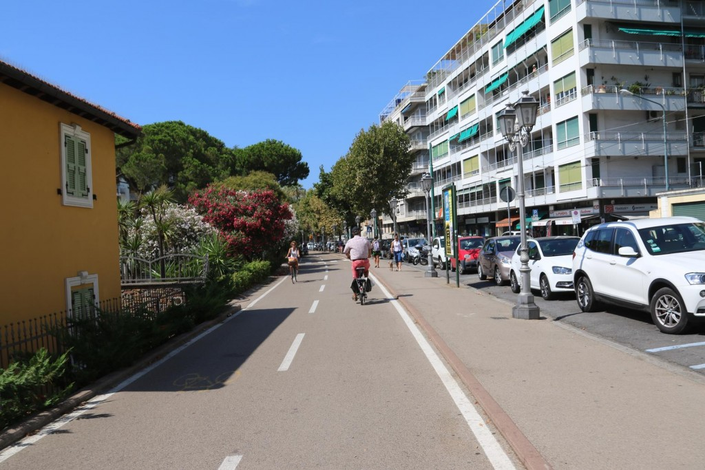 This morning we got the bikes out and set off for a tour around San Remo