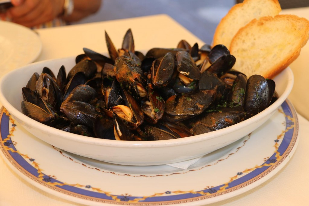 We decide on our favourite Mussels with tomato