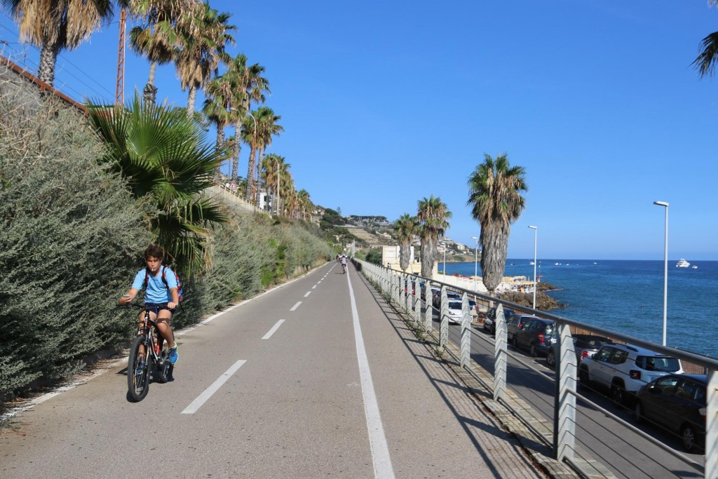 The bike track through San Remo and along the coast was outstanding with the most wonderful scenery, a safe and even surface to ride on!!