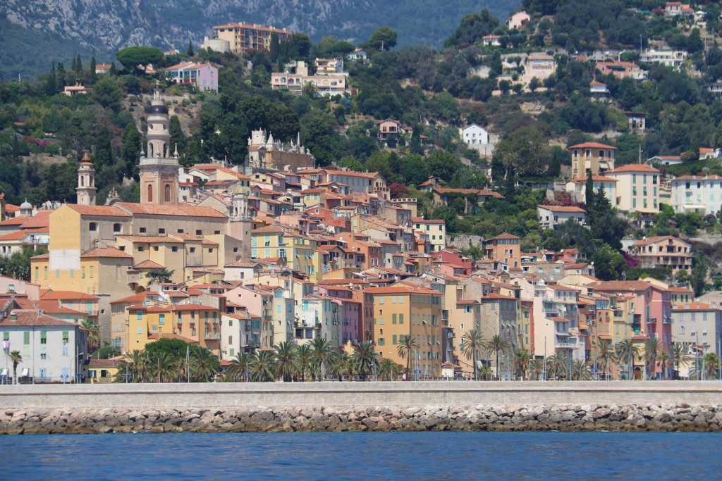 The large marina, Menton Vieux Port is situated by the lovely old town with the pastel coloured tall houses