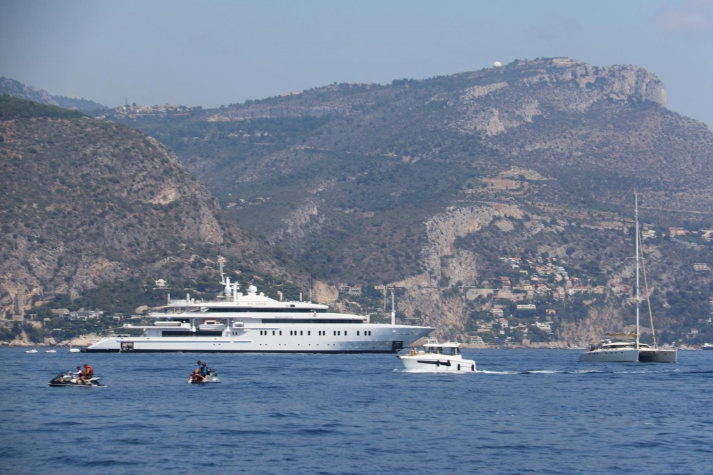 Several large super yachts are on anchor in Baie de Beaulieu the next large bay west after Monaco